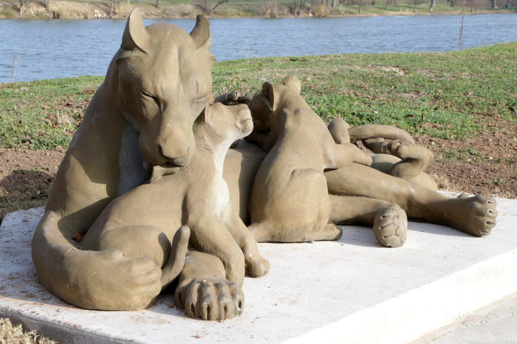 Waco Sculpture Zoo - Lioness and cubs